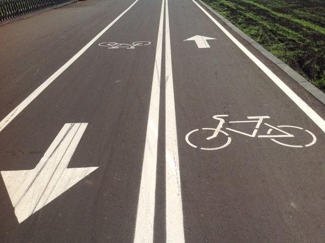 Мотоциклисты могут передвигаться по велосипедным дорожкам