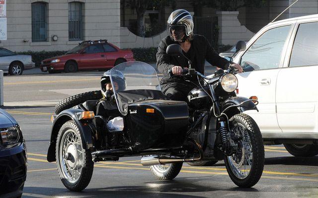 На мотоцикле с ребёнком